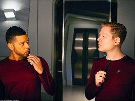 star-trek-reveals-gay-couple-x750.jpg