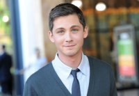 logan_lerman_0205_840_580_100.jpg